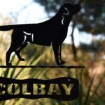 targa in ferro Colbay con Labrador Retriever
